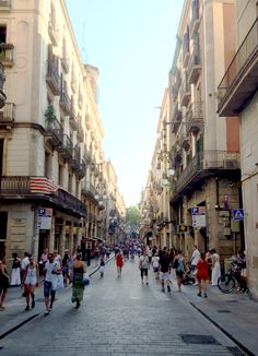 Where's the best place to stay in Barcelona? I called in the experts! After writing my Where to Stay in Paris post, I was inundated with requests to do one f