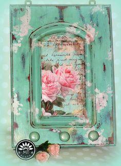 Miętowy wieszak. Różany, farby kredowe, woski.