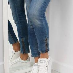 Biele dámske tenisky s kamienkami 1 Sport, Jeans, Fashion, Moda, Deporte, Fashion Styles, Sports, Fashion Illustrations, Denim