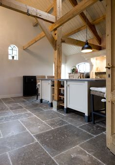 Best Flooring, Stone Flooring, Kitchen Flooring, Kitchen Dining, Bc Home, Cottage Kitchens, Cottage Interiors, Floor Design, Kitchen Interior