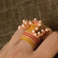 i these little rings! Crochet Rings, Crochet Accessories, Beautiful Crochet, Fiber Art, Beaded Bracelets, Necklaces, Jewerly, Knitting, Earrings
