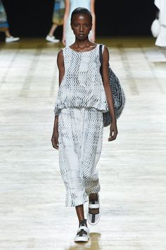 See the complete Issey Miyake Spring 2018 Ready-to-Wear  collection.