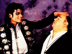 Michael Jackson showing how short Frank DiLeo is! Michael Jackson Bad Era, Bad Michael, You Give Me Butterflies, Mj Bad, King Of Music, Jackson Family, The Jacksons, Rare Pictures, Rare Photos