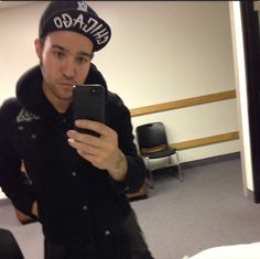 Pete's selfies are the best Celebrity Selfies, Soul Punk, Emo Guys, Rock Songs, Pete Wentz, Fall Out Boy, My Chemical Romance, Hurley, Music Bands