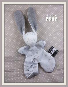 Doudou lapin Moubbi°°My lover°°.tissu étoile, brodé.Original ,Fait main .Un cadeau de naissance unique. : Jeux, peluches, doudous par kore-and-co