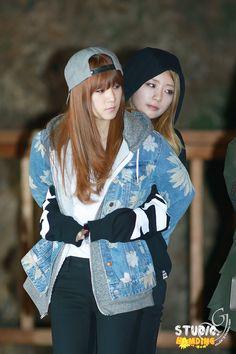 Apink - Chorong and Bomi