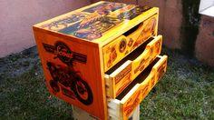Skrzynka sosnowa, zdobiona motywami Motocykla Indian. Więcej zdjęć na www.fotodecha.pl