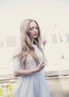 """ Amanda Seyfried is shooting for the fragrance Live Irrésistible from Givenchy "" This reminds me of the rich and fabulous Elizabeth Banks (Elizabeth Irene Banks - nee Mitchell) Amanda Seyfried, Logan Lerman, Strawberry Blonde Hair, Celebrity Crush, Celebrity Babies, Celebrity Photos, Celebrity Style, Star Wars, Hollywood Celebrities"