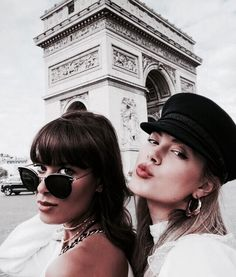 Postcards from Paris 💌 Who's your travel buddy? Foto Best Friend, Best Friend Goals, Bff Goals, Photo Voyage, Foto Madrid, Paris Outfits, Summer Outfits, Casual Outfits, Gal Pal