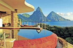 Infinity pool suite at Jade Mountain