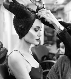 Watch the brand new Maleficent: Mistress of Evil trailer starring Angelina Jolie and find out more about the latest movie from Disney. Angelina Jolie Maleficent, Maleficent 2, Maleficent Costume, Disney Caracters, Maquillage Halloween, Halloween Kostüm, Halloween Costumes, Elle Fanning, The Villain