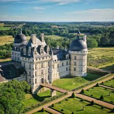 Villas, Loire Valley, Gate House, French Architecture, France, Abandoned Mansions, Beautiful Landscapes, Barcelona Cathedral, Taj Mahal