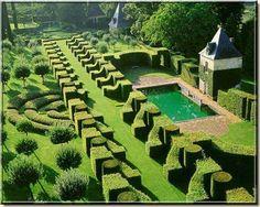 Jardins du Château d'Eyrignac, Périgord, France.