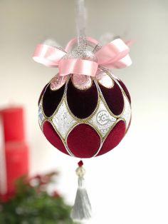 Ideas Christmas Tree Decorations Diy Ornaments Beads For 2019 Quilted Christmas Ornaments, Fabric Ornaments, Christmas Tree Crafts, Ornaments Design, Christmas Toys, Diy Christmas Ornaments, Christmas Interiors, Christmas Tree Decorations, Creations