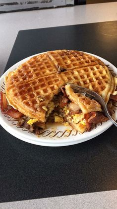 I must try a waffle sandwich food street videos cooking fast pizza tasty best mark wiens vlog tr I Love Food, Good Food, Yummy Food, Tasty, Waffle Sandwich, Waffle Waffle, Bacon Sandwich, Fried Chicken Sandwich, Keto Waffle
