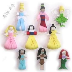 some cute hair clips I saw... I didn't see instructions, but they sure look cute. My daughter would die...