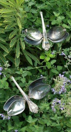 Cottage Gardens Recycling spoons, into dragonflies. What s beautiful idea! Can find them cheap at thrift store, instead of destroying family airlooms! - Some Of The Common Garden Ornaments Explored - Owe Crafts Outdoor Projects, Garden Projects, Craft Projects, Outdoor Crafts, Outdoor Rooms, Silverware Art, Recycled Silverware, Deco Nature, Flower Tower