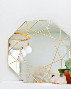 DIY Gem Mirror Tutorial + Easy Mirror Cutting Technique from A Beautiful Mess Diy Simple, Easy Diy, Diy Décoration, Diy Crafts, Boho Deco, Do It Yourself Inspiration, Design Inspiration, Painting Inspiration, Diy Casa