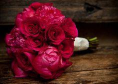 Bukiet ślubny z ciemnych piwonii, piwonie, peonie