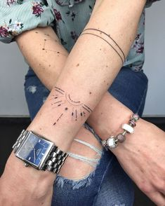 Unique ➿ Wrist Tattoos Forearm Tattoos for Women with Meaning - Page 22 of 80 - Diaror Diary Mini Tattoos, Forearm Tattoos, Body Art Tattoos, New Tattoos, Tattoos For Guys, Tattoo Ink, Tattoo Linework, Beautiful Small Tattoos, Tattoos For Women Small
