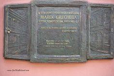 Tablica pamiątkowa na domu, w którym dorastał Marek Grechuta - poeta i wokalista.  Memorial tablet at a the house where Marek Grechuta - poet and singer - spent a part of life.  #zamość #zamosc #marekgrechuta #lubelskie #polska #poland #visitpoland #seeuinpoland