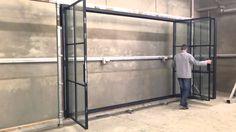 Vouwraam - accordeondeur staal Steel Frame Doors, Steel Doors And Windows, Door And Window Design, Door Design, Accordion Doors, Door Detail, Outdoor Curtains, Folding Doors, Steel Furniture