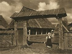Romania - old photos - by Kurt Hielscher Maramures Cultural Architecture, Vernacular Architecture, Historical Architecture, Romania People, Patras, Traditional House, Agriculture, Old Photos, Fresco