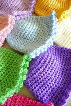 Crochet Hats Patterns I was drawn immediately to this picture with colorful, beautiful crochet baby hats! They seem so happy and playful! - I was drawn immediately to this picture with colorful, beautiful crochet baby hats! They seem so happy and playful! Crochet Baby Beanie, Baby Hats Knitting, Knit Or Crochet, Crochet For Kids, Crochet Crafts, Crochet Projects, Knitted Hats, Double Crochet, Ravelry Crochet