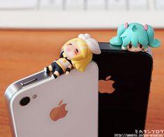 Just how cute is this: Vocaloid earphone jack accessories - anime figure Hatsune Miku, Otaku, Len Y Rin, Anime Figurines, Gadgets, Anime Merchandise, Kawaii Anime, Chibi, Anime Art