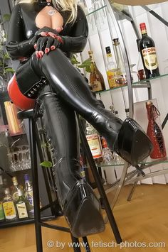TPE, FLR, Femdom and Thigh High Boots pictures found on Tumblr. Check the Favoriten (=Likes)...