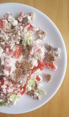 Cottage se zeleninou a knackebrotem - DIETA. Potato Salad, Potatoes, Cottage, Ethnic Recipes, Food, Diet, Potato, Cottages, Essen