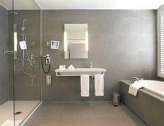 Sfeerbeeld licht grijze badkamer