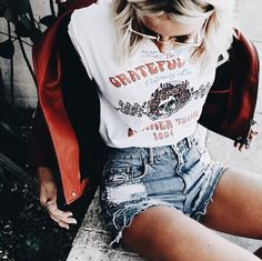 Grateful Dead | Vintage T-Shirt | Band T-Shirt | Graphic Tee | Boho Fashion | California Girl | Jeans and T-Shirt | Summer Style | It Girl Style | Laid Back Fashion
