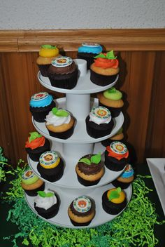 "Jungle Cupcakes--I like the green ""grass"""