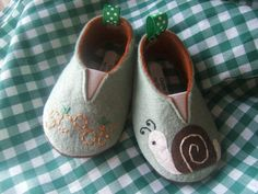 Snail Wool Felt Baby Shoes Sizes 1-6 by PracticalCharm on Etsy ♡