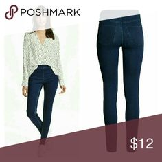Ladies Slim-fit Treggings Treggings in superstretch twill with mock front pockets, regular back pockets, and an elasticized waistband. / Like new condition / 79% cotton /19% polyester / 2% elastane H&M Jeans