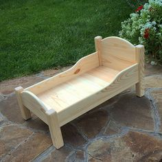 No photo description available. Diy Barbie Furniture, Pet Furniture, Dollhouse Furniture, Woodworking Workshop, Woodworking Projects, Diy Arts And Crafts, Wood Crafts, American Girl Doll Bed, Accessoires Photo