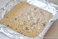 A go-to quick and easy breakfast or snack for those busy days! This Cinnamon Raisin Baked Oatmeal Squares Recipe is a keeper! Oatmeal Squares, Chocolate Graham Crackers, Dairy Free Milk, Gluten Free Oats, Quick And Easy Breakfast, Baked Oatmeal, Baking Pans, Raisin, Fall Recipes