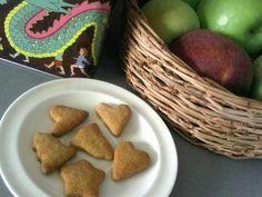 אמא ירוקה מנצלת את הילדים להכין עוגיות הכי פשוטות, יעני עוגיות סבתא, ממצרכים מה שיותר בריאים כמובן.