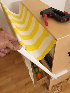 Ikea-Hack: How to DUKTIG to turn your children's kitchen into a shop Ikea Kids Kitchen, Wooden Play Kitchen, Toy Kitchen, Kitchen Shop, Baby Zimmer Ikea, Ikea Duktig, Childrens Kitchens, Kids Play Spaces, Ikea Shelves