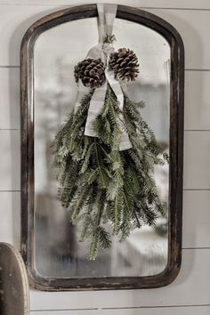 Looking for for inspiration for farmhouse christmas decor? Browse around this site for cool farmhouse christmas decor images. This specific farmhouse christmas decor ideas looks fantastic. Christmas Scents, Christmas Swags, Christmas Design, Winter Christmas, Christmas Home, Burlap Christmas, Primitive Christmas, Christmas Snowman, Christmas Christmas