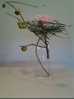 A nest for flowers in a vase Ikebana Flower Arrangement, Ikebana Arrangements, Beautiful Flower Arrangements, Floral Arrangements, Wonderful Flowers, Love Flowers, Dried Flowers, Japanese Floral Design, Japanese Flowers