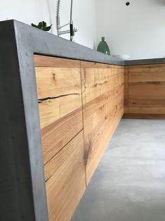 Keuken met betonstuc blad en vloer en vintage harlem oak fronten