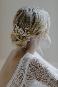 This dreamy palette of soft champagne, pale gold and blush tones was inspired by the softness of light upon delicate cherry blossoms hair CHERRY BLOSSOM Bridal Hair Flowers, Bridal Hair Pins, Wedding Hair And Makeup, Soft Wedding Hair, Bridal Updo With Veil, Wedding Flower Hair, Wedding Hair Blonde, Boho Wedding Hair Updo, Casual Wedding Hair
