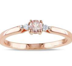 Diseños minimalistas Anillo de compromiso en oro rosado 18k Morganita durazno corte redondo 4mm 2 diamantes blancos corte redondo de 6 puntos cada uno #love #diamond #morganite #ring #gold #proposal #wedding #fb #tw #pin #engagement #compromiso