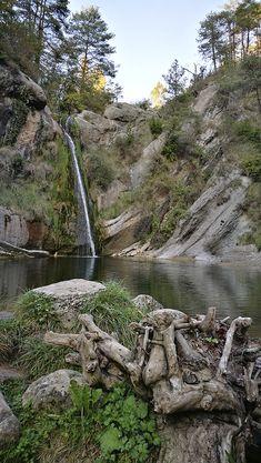 Gorg del Salt - Borredà - Rutas Mar & Mon Waterfalls, Barcelona, Outdoor, Blog, Hiking Trails, Elopements, Beautiful Places, Pools, Tourism