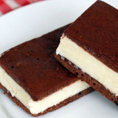 Make your own flavor combinations with this easy Ice Cream Sandwich recipe! I like ice cream sandwiches any time of the year, but Easy Ice Cream Sandwich Recipe, Homemade Ice Cream Sandwiches, Ice Cream Cookie Sandwich, Sandwich Cake, Ice Cream Cookies, Sandwich Recipes, Ice Cream Recipes, Icecream Sandwich, Sandwich Ideas