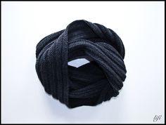 Wunderschöner warmer Schalkragen. Liegt sehr angenehm am Hals. Der Loop ist schön weich, warm und sehr stylish!  Du kannst gerne die Farbe auswählen: