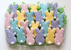 Heres Easter Bunny cookie recipe an exhaustive list of best decorated Easter bunny cookies. Check cute Easter bunny cookies pictures and inspire yourself Easter Cupcakes, Easter Cookies, Easter Treats, Easter Cake, Easter Snacks, Easter Desserts, Birthday Cookies, Fancy Cookies, Holiday Cookies