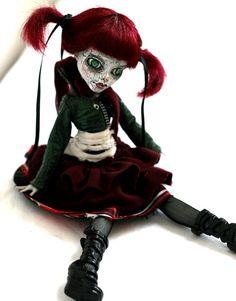OOAK Custom MONSTER HIGH doll Ghoulish  GHOULIA  the Living Dead Repaint